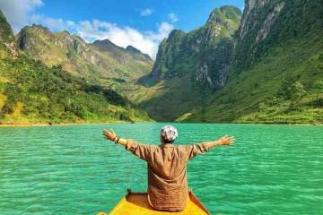 Ngắm vẻ đẹp tuyệt tác của dòng sông Nho Quế ở Hà Giang